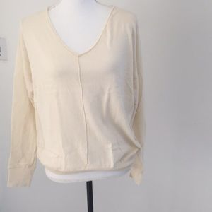 Gap cream v neck sweater large